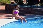Modelku Gemmu Atkinsonovou nachytali na dovolené v bikinách...
