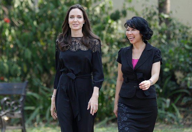 Angelina zase září štěstím.