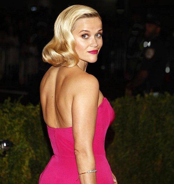 Známé blondýnce stojí doma soška Oscara za snímek Walk the Line…