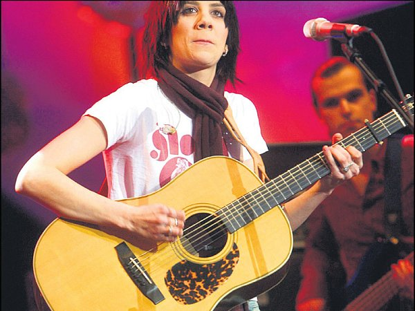 Aneta má stále tisíce fanoušků. Přesto se její nová píseň zatím vrádiích nehraje nejvíce.
