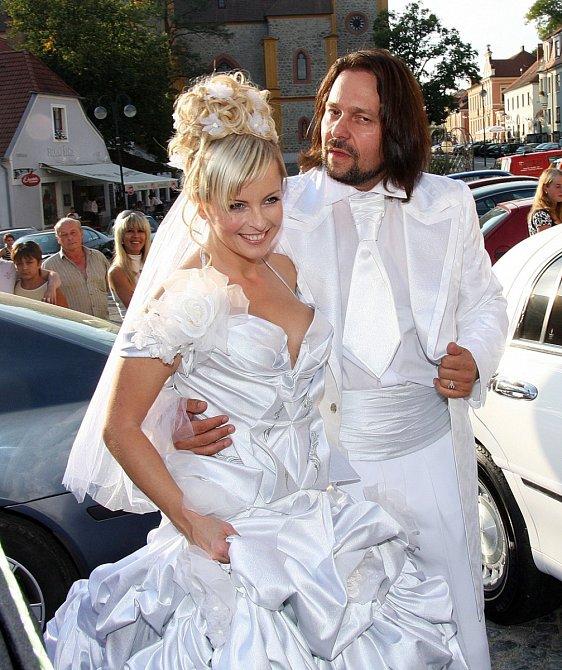 Manželé vypadali jako z pohádky...