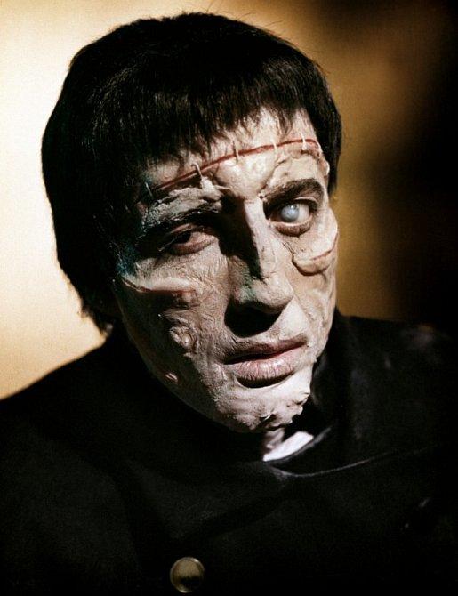 35 let: Jako monstrum vhororu  Frankensteinova kletba (1957)