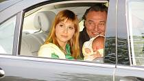 Takhle si Gottovi vezli Charlotte z porodnice!