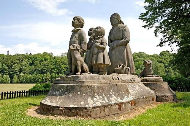 Sousoší Babičky, vnoučat a psů. Stejnou fotku mají doma tisíce Čechů!