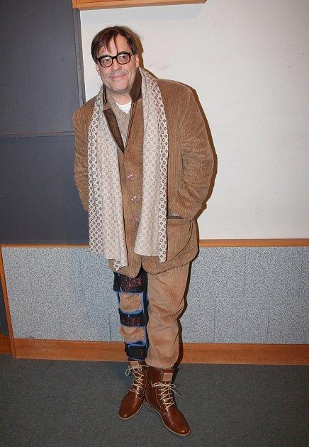Mirek Etzler má trápení, že se mu lidé smějí kvůli nalakovaným nehtům.
