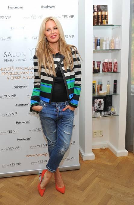 Simona Krainová s prodlouženými vlasy