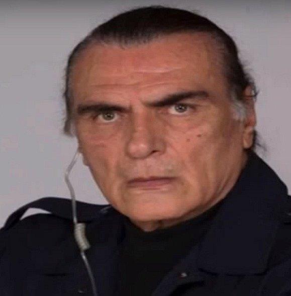Mexický herec Salvador Pineda si díky svému obličeji vysloužil role hlavních zloduchů, ať už se to týkalo dvaceti telenovel, v nichž se objevil nebo filmů. Zkrátka ostře řezané rysy evokují zločince na první pohled, ačkoli to byl v reálu hodný tichý muž.