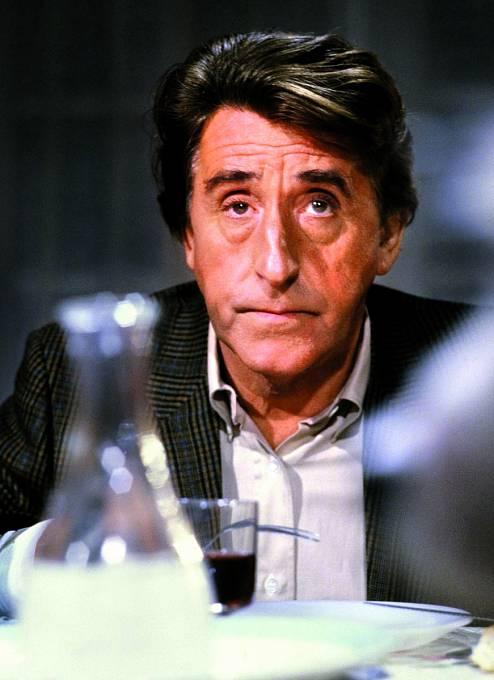 Unavený životem abojem sdluhy. Hrát ale musel dál. Záběr zfilmu Sous le signe du poisson (1991).