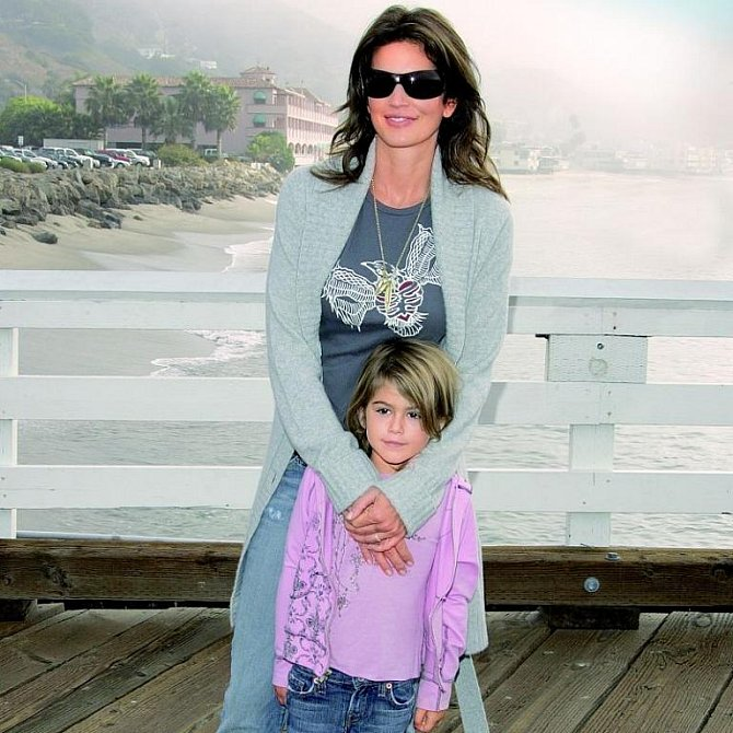 Obě děti jdou v matčiných šlépějích a věnují se modelingu.