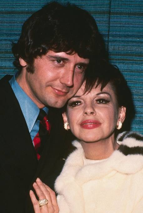 Mickeyho Deanse si vzala tři měsíce před smrtí.