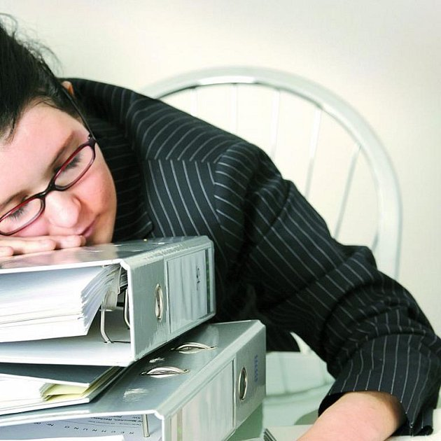 Jste vyčerpaní? Upadněte do mikrospánku.