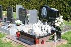 Josef Rychtář hrob své zesnulé ženy pravidelně navštěvuje.