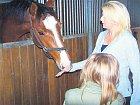 Podnikatelka nejraději relaxuje u svých koní a s dcerkou Adélkou.