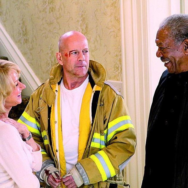 Bruce Willis vypadá, že se poslabších rolích dal opět do kupy. Akčňáky mu sedí.