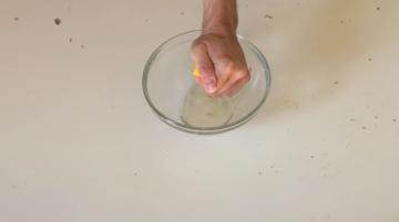 Jak umýt stůl bez chemických prostředků?
