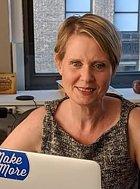 Binkovu chůvu hrála Cynthia Nixon, kterou určitě znáte z mnoha filmů a asi nejvíce ze seriálu Sex ve městě, kde hraje cynickou právničku Mirandu.
