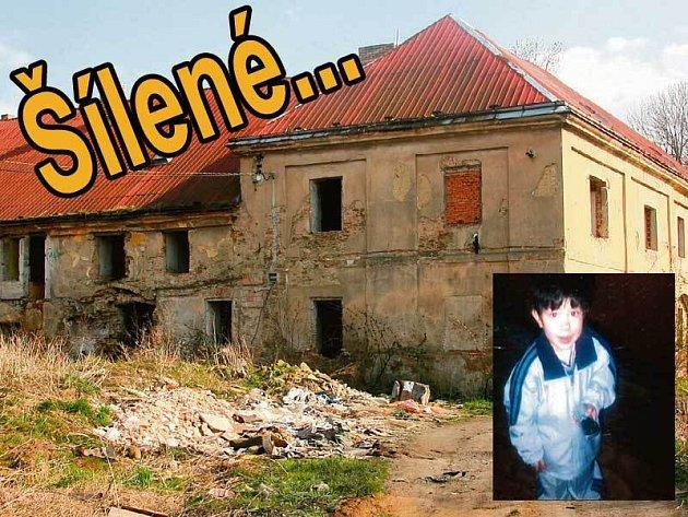 V tomto polorozpadlém domě Kristián s příbuznými žil. Ve výřezu: Malý Kristián.