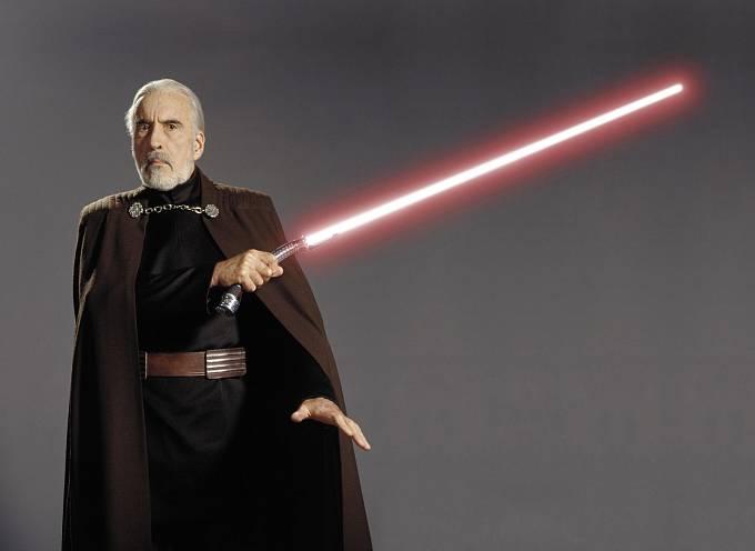 83 let: Hrabě Dooku veHvězdných válkách. Se světelným mečem si Christopher jako bývalý šermíř hravě poradil.