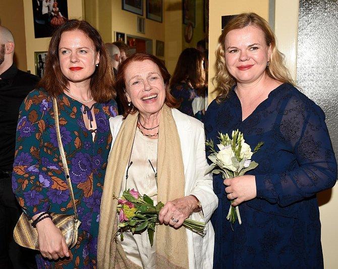 Iva Janžurová, Sabina Remundová, Theodora Remundová.