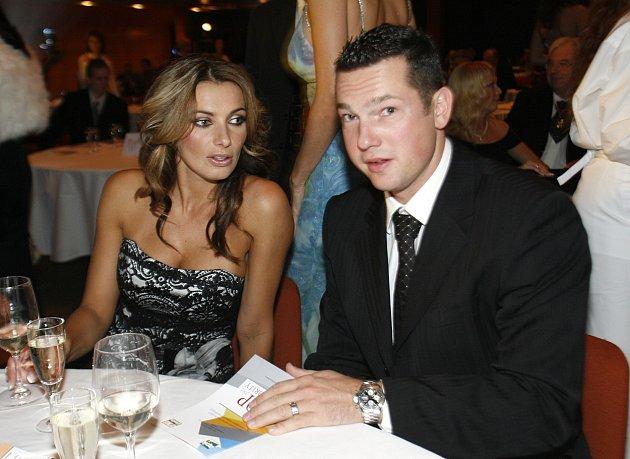 Alice sdnes již bývalým manželem Václavem.