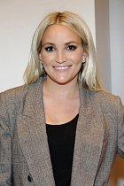 Mladší sestra popové princeny Britney Spears povila dítko v šestnácti letech. Její dobře nastartovaná kariéra herečky kvůli miminku okamžitě skončila. Jamie se se svým spolužákem, s nímž otěhotněla, krátce po narození dcery rozešla.