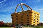 Společnost vyrábějící košiky sídlící v budově připomínající košík, Ohio, USA