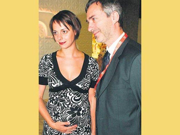 Těhotenství je na Jiřině Mencákové už pěkně vidět.