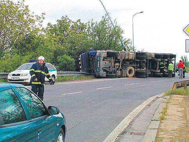 Nehoda kamionu v Ruzyni.