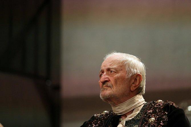 Milan Lasica miloval divadlo a kontakt s diváky.