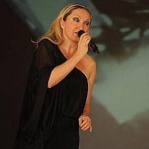 Slavnostního večera se zúčastnila řada celebrit jako Bára Basiková