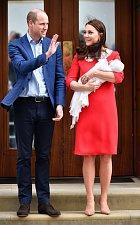 Během porodu byl Princ George ve škole a jeho sestřička Charlotte doma.