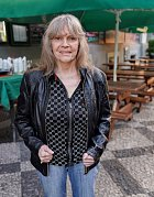 Eva Pilarová rozená Bojanová se narodila v Brně matce švadleně a otci krejčímu. Už od malička věděla, že chce být zpěvačkou a dělala proto vše. Hrála na klavír, a chodila na sborový zpěv.