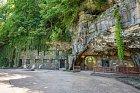 Jeskynní dům se nachází v odlehlé arkansaské krajině.