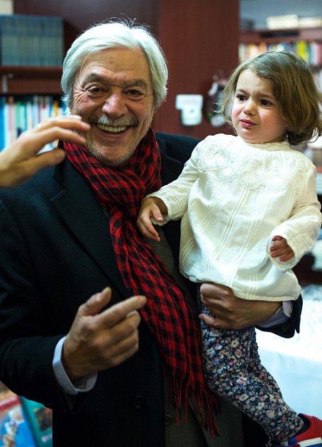 Se svou vnučkou je nejšťastnější.