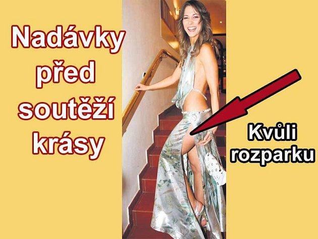 Loňská první Vicemiss ČR Kateřina Pospíšilová si musela před zahájením soutěže zašít část rozparku.