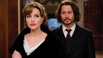 Angelina s Johnnym chodí na večeře a její děti už mu začínají říkat táto!