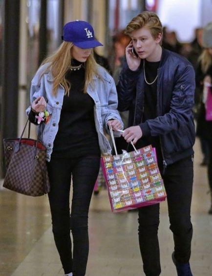 Rád chodí na nákupy.