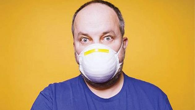 Symptomy covidu-19 se mohou s chřipkovými v lecčems shodovat.