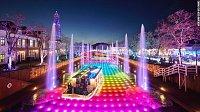 Japonsko je zemí milionů barev. Můžete se projet barevnou lodí na barevné řece!