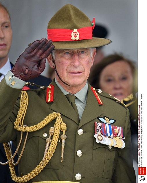 Princ Charles jako voják.