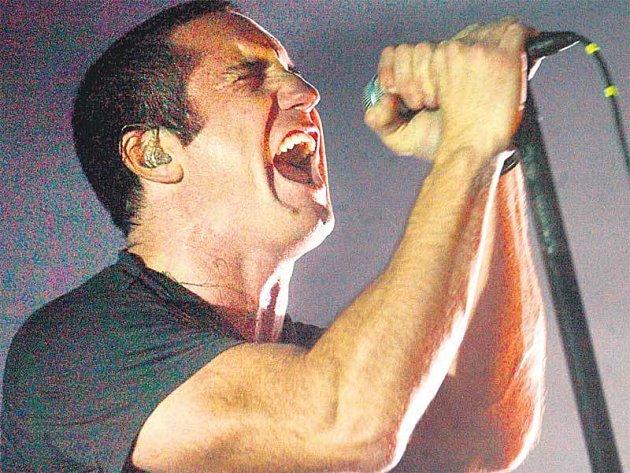 Zpěvák Trent Reznor je zakládajícím a jediným stálým členem formace Nine Inch Nails, která v srpnu vystoupí v Praze.