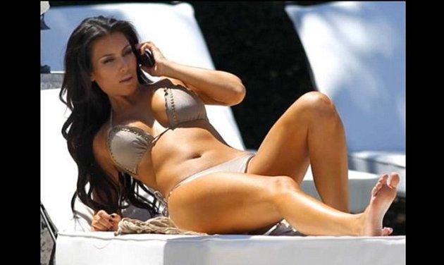 Kim Kardashian se nikterak nestydí ukazovat se nahá, dokonce natolik, že se párkrát zúčastnila swingerspárty