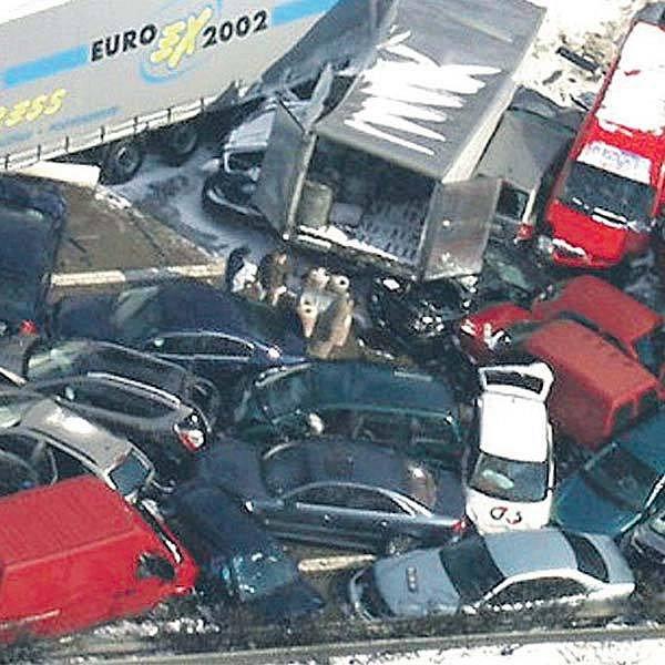 Děsivá hromadná nehoda se stala na úseku mezi 90. a 140. km dálnice D1.