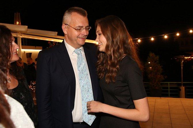 Přítelkyní Ondřeje Koláře je Jana Tvrdíková, dcera šéfa Slávie Jaroslava Tvrdíka.