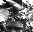 Přeprava bomb během občanské války v Nigérii. Rok 1968.