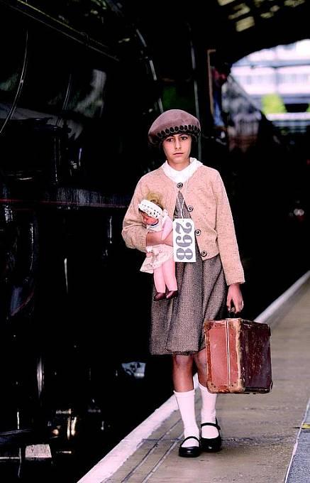 Takhle transporty vypadaly. Očíslované děti kráčely vstříc novému osudu.