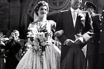 Jaqueline Bouvier si bere Johna F. Kennedyho v roce 1953.