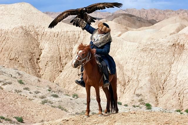 Jedna z kyrgyzských tradic – cvičení královských orlů