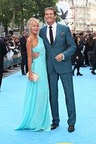 David Hasselhoff a jeho sexy partnerka Hayley Roberts.