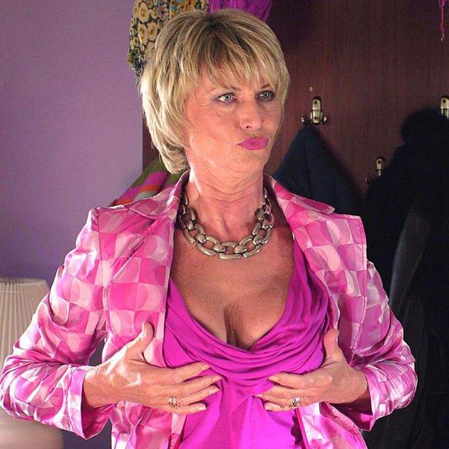Balzerová se kvůli roli nafotila nahá. Fotku otiskl Reflex.
